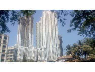Flat on rent in Omkar Altamonte, Malad East