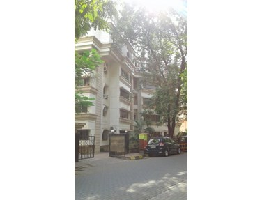 Flat for sale in Jumbo Apartment, Bandra West