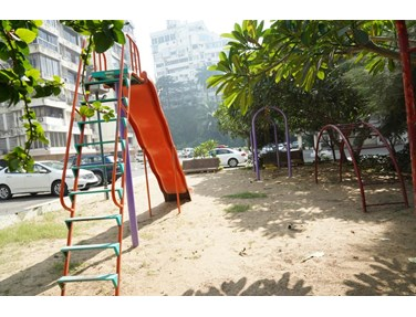 Flat for sale or rent in Deccan, Khar West