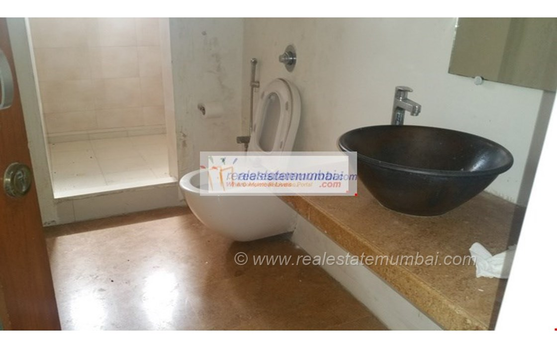 Bathroom 31 - Link Side, Bandra West