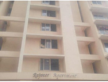 Flat on rent in Rajveer Apartment, Andheri West