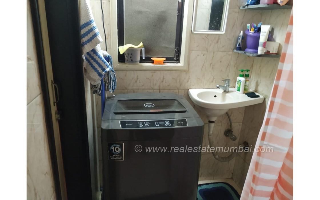 Bathroom 2 - Noorani Apartment, Bandra West