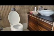Bathroom 4 - Turning Point, Khar West