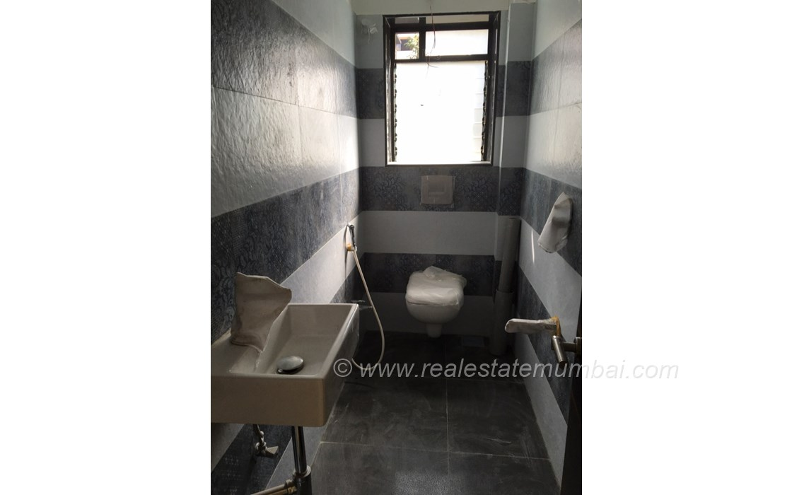 Bathroom 2 - Sanjana CHS, Bandra West