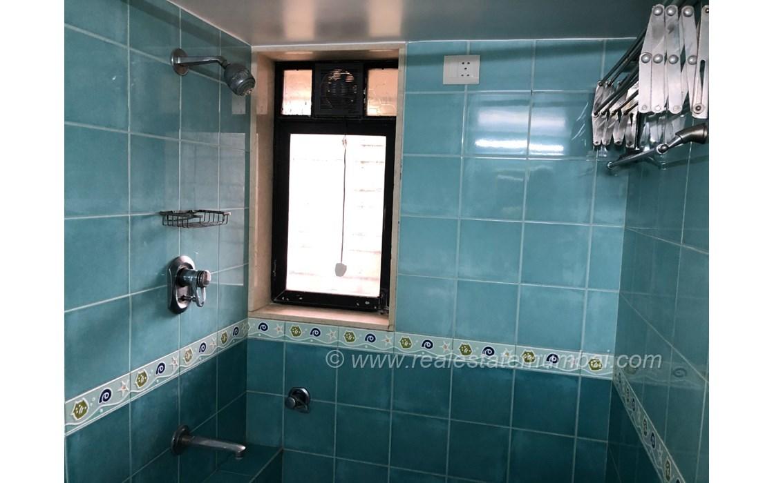 Bathroom 2 - Dinkar Smruti , Bandra West