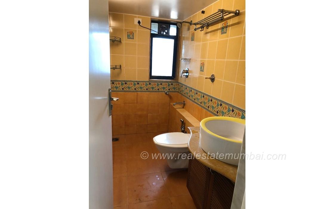 Bathroom 22 - Dinkar Smruti , Bandra West