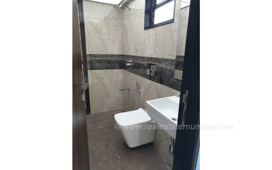 Master Bathroom - Manek Apartments, Santacruz West