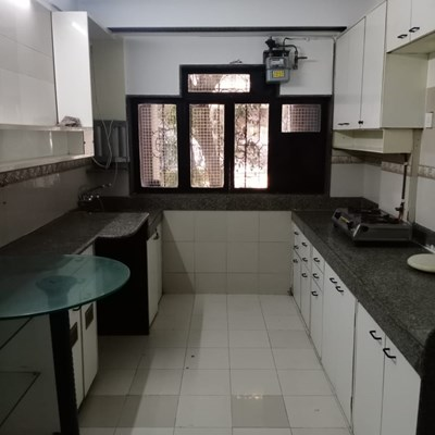 Flat on rent in Emly Apartments, Khar West
