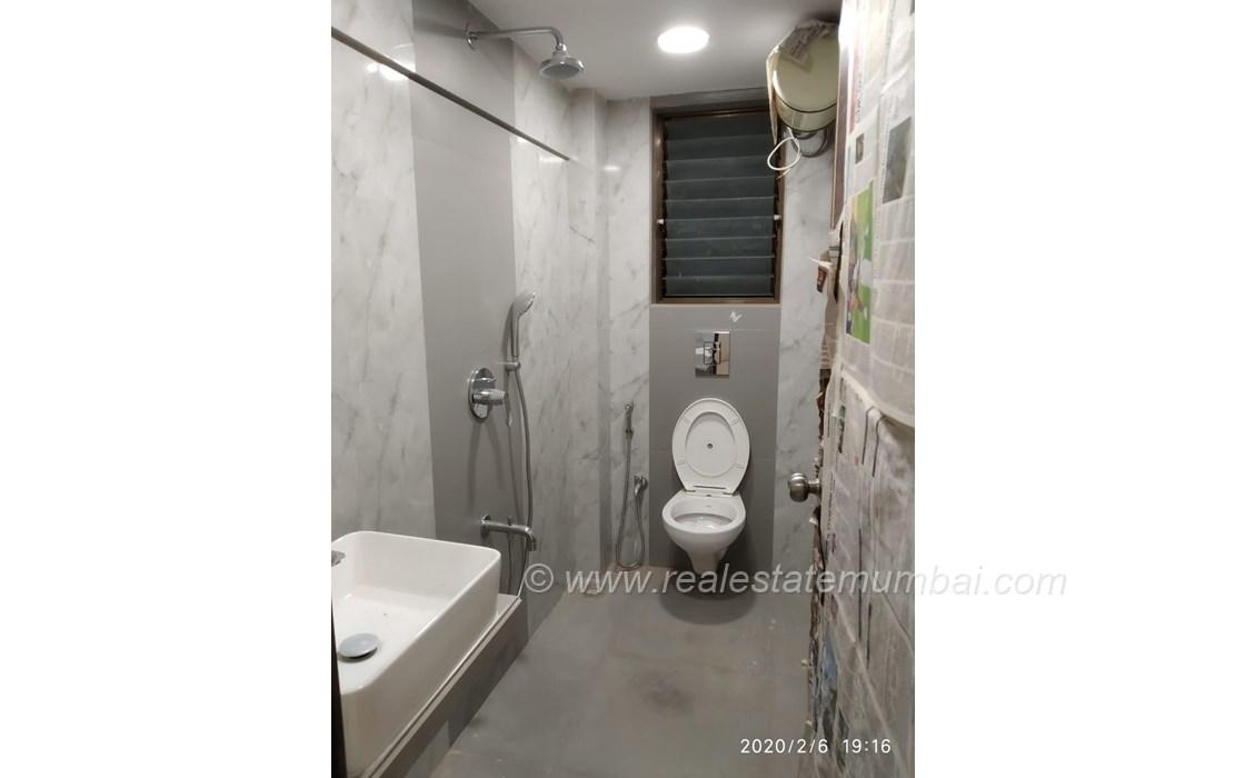 Bathroom 22 - Golden Palace, Bandra West