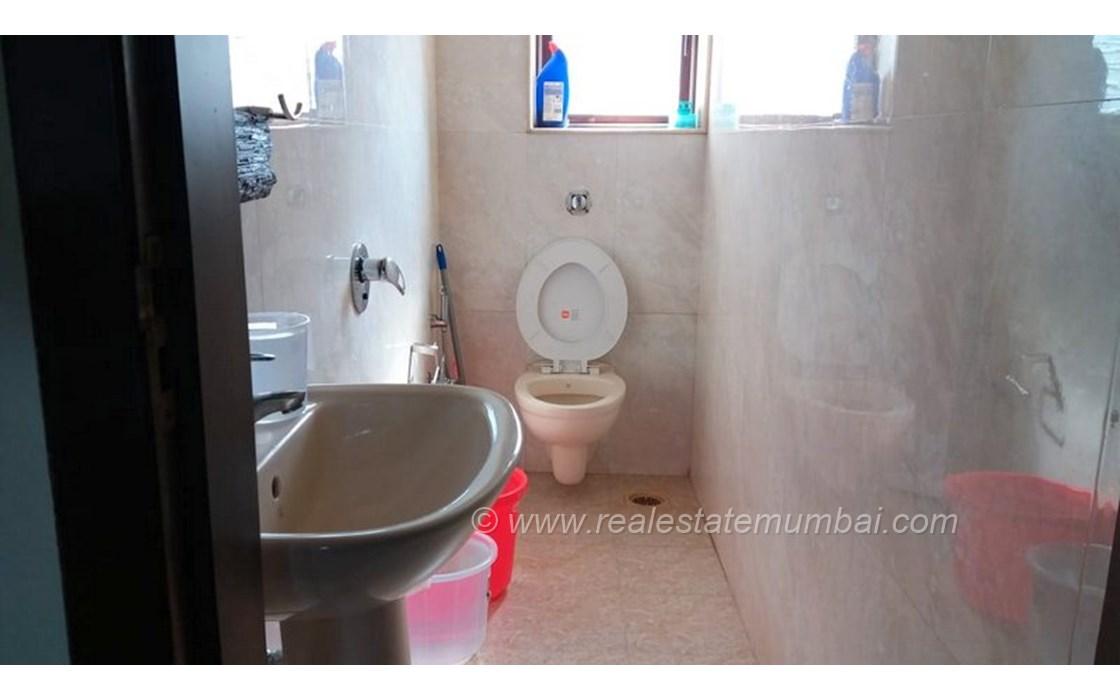 Master Bathroom - Gold Mist, Bandra West