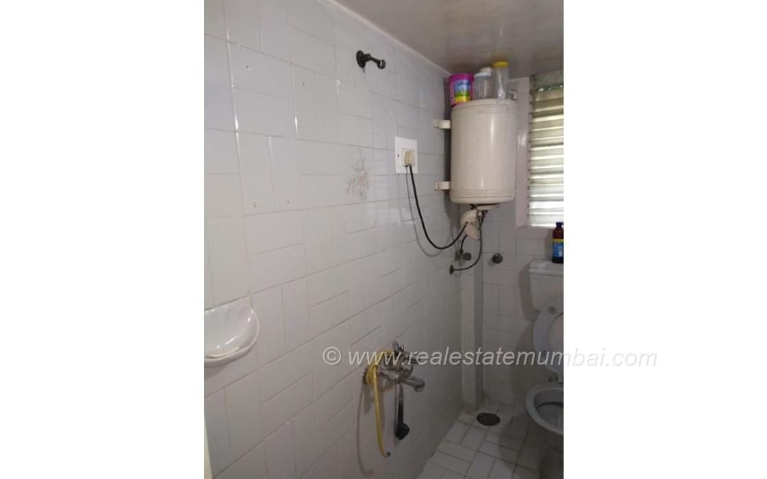 Bathroom 2 - Pooja Apartments, Khar West