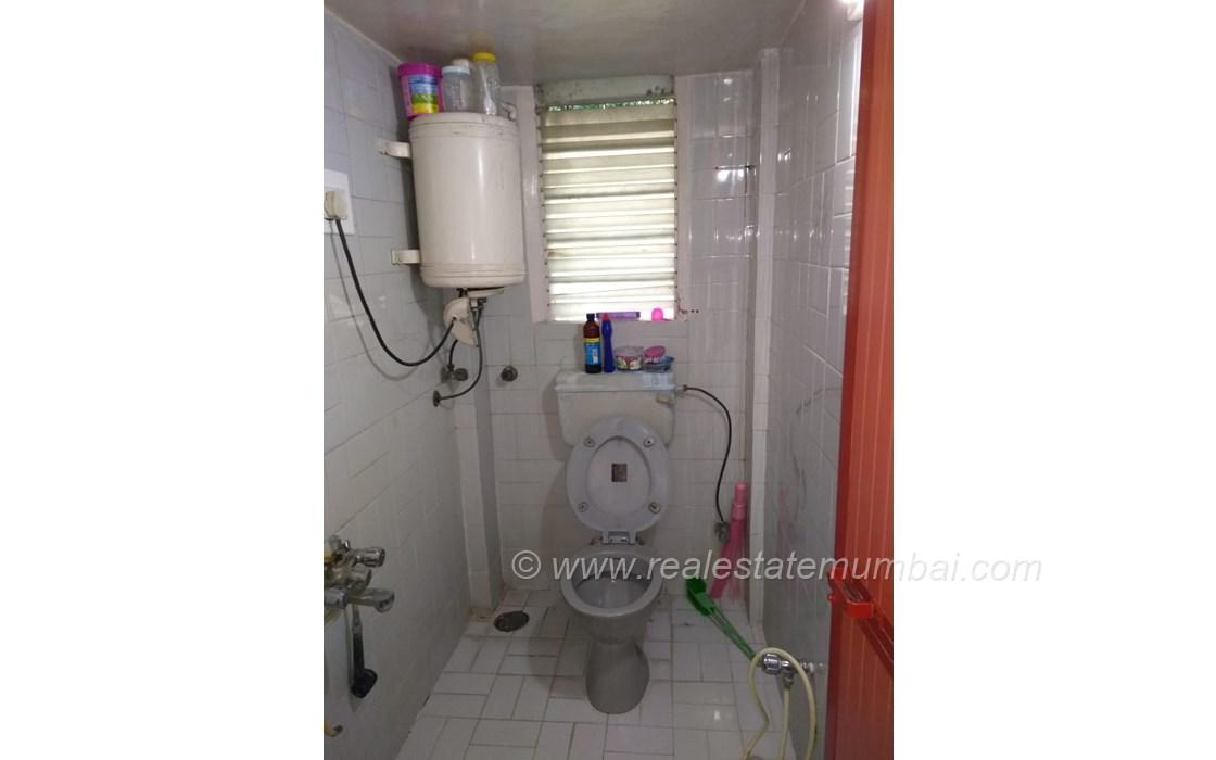 Bathroom 21 - Pooja Apartments, Khar West